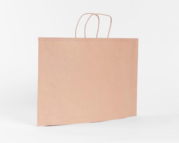 ショッピング用の大きな紙製キャリーバッグ