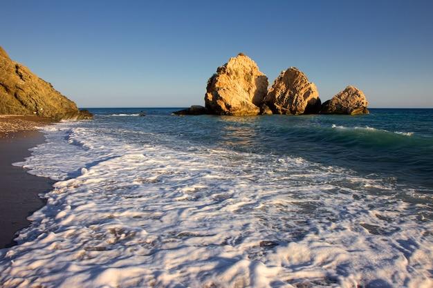 キプロス沖の大きな岩