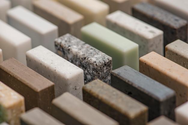 カウンタートップと床の人工アクリル石の断片のための石のサンプルの大規模な選択...