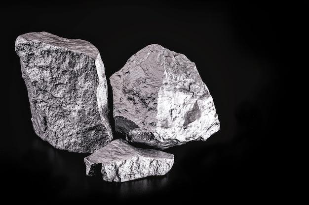 큰 은석, 희귀한 은괴. 고해상도, 럭셔리 컨셉의 보석. 멕시코 광석 발굴.