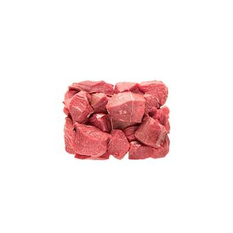 붉은 고기 쇠고기 또는 돼지 고기의 큰 조각으로 요리 또는 다이아인 포장 재료의 일부입니다. 고기 조각은 직사각형 블록에 놓여 있고, 준비된 부분은 흰색 배경에 분리되어 있습니다.