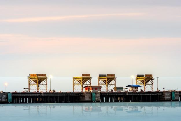 大型輸送ターミナル。