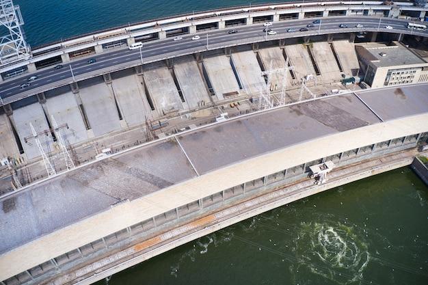 Крупнейшая гидроэлектростанция на днепре в запорожье.