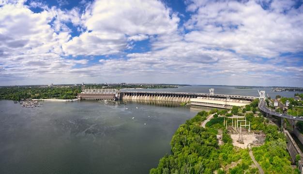 드니 프르 강에서 가장 큰 수력 발전소