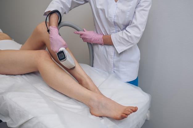 Лазерная эпиляция и косметология в салоне красоты процедура удаления волос лазерная эпиляция косметология