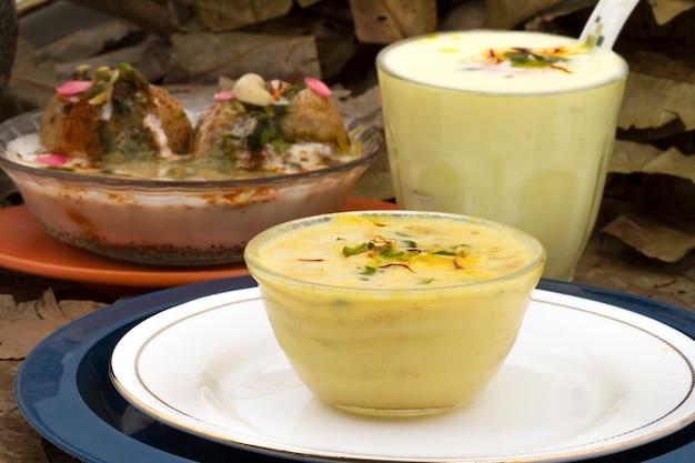 インドの伝統的なレストランlassi rabri dahivada