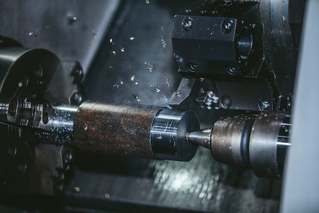 Токарное оборудование на заводе по производству металлоконструкций и станков.