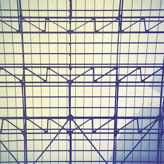 빈티지 채광창 창의 격자 프레임 - 산업 건축 배경. 레트로 스타일의 필터링된 이미지