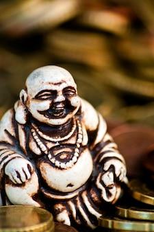 Смех будды перед монетами