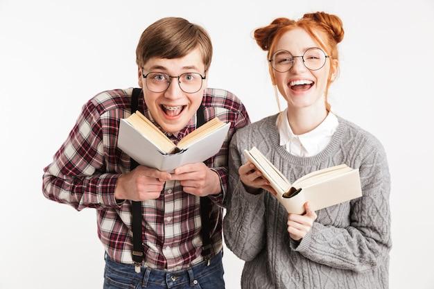 学校のオタクのカップルを笑ってください。