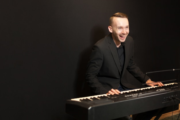 Laughing pianist