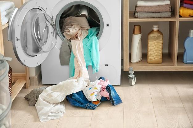 屋内の洗濯機と洗濯機