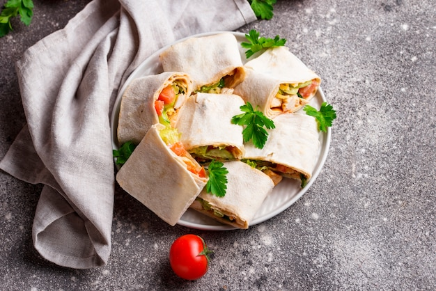 Lavash rolls with chicken and vegetables