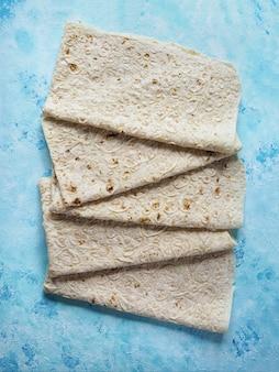アルメニアの平らなパンlavash。伝統的な小麦パン