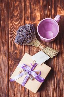 물방울 무늬 리본이 달린 라벤더 공예 선물 상자