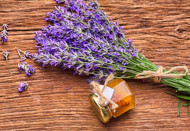 Эфирное масло лаванды букет цветов лаванды