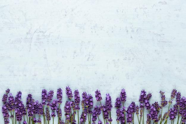 Связанный букет цветов лаванды