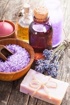 라벤더 스파 - 에센셜 오일, 바다 소금, 꽃 및 수제 비누