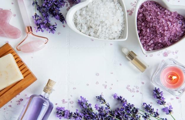 라벤더 스파 에센셜 오일 바다 소금과 수제 비누