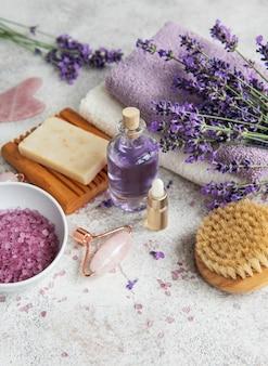 라벤더 스파 에센셜 오일 바다 소금 수건 및 수제 비누