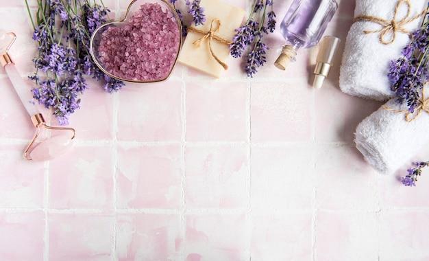 ラベンダースパエッセンシャルオイルシーソルトタオルと手作り石鹸