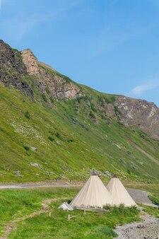 노르웨이 북부 사미족의 전통적인 임시 거주지인 lavvu