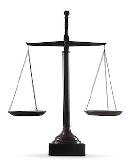Весы закона на фоне таблицы. символ справедливости
