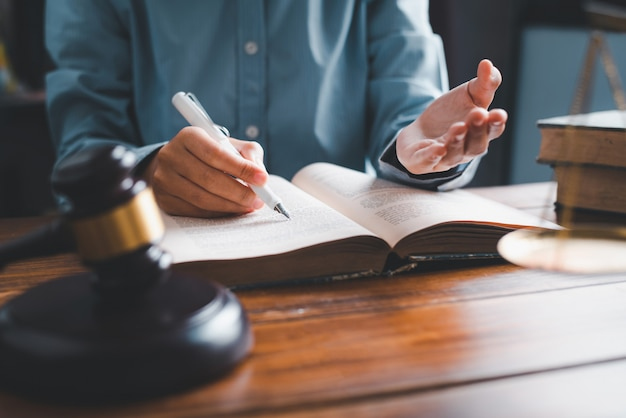 Lawyers give advice about judgment