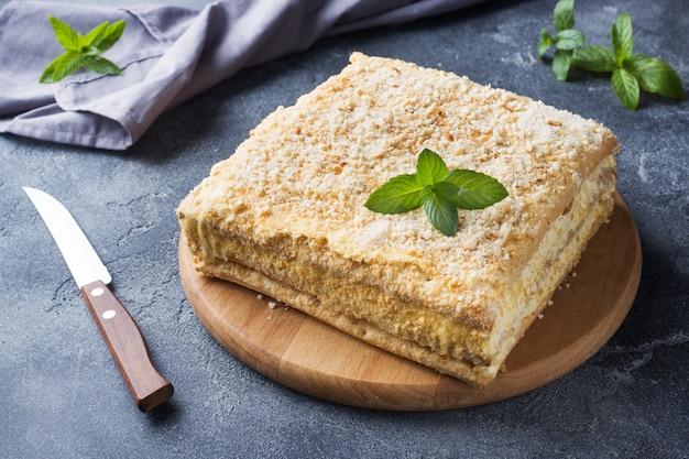 Слоеный пирог с кремом napleon millefeuille ванильный ломтик с мятой