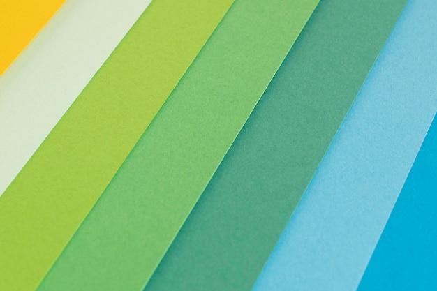 グラデーションの緑色の紙の層