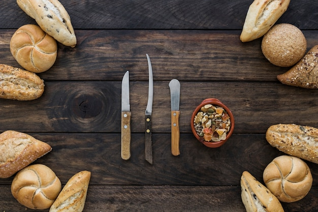 Layout with bread and knifes