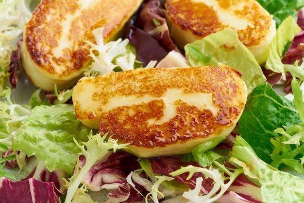 Макрос кипр зажаренный халлуми с здоровым салатом. lchf, pegan, fodmap, палео, scd, кето