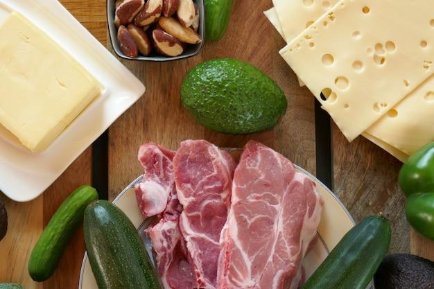 高脂肪食品、ケトジェニックダイエット、lchf。低炭水化物ダイエット。ケトダイエットのための製品のセット。
