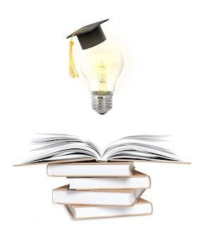 학습 및 아이디어 개념. 책의 스택에 펼친 책 위에 대학원 모자와 빛나는 전구