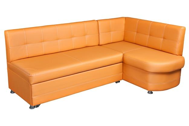 ストレージ付きレザーコーナーソファ、ライトブラウン色、白い背景で隔離、クリッピングパスが含まれています。