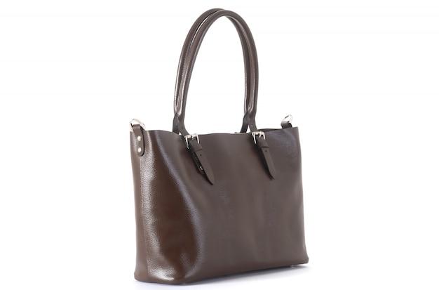 Кожаная женская коричневая сумка на ручке сбоку на белом фоне