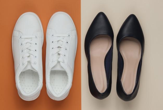 Кожаные туфли на высоком каблуке и кроссовки на цветном столе