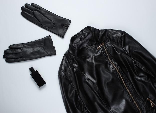 가죽 재킷, 회색 표면에 장갑.