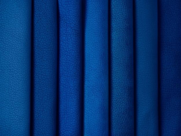 さまざまな色の革のサンプル。