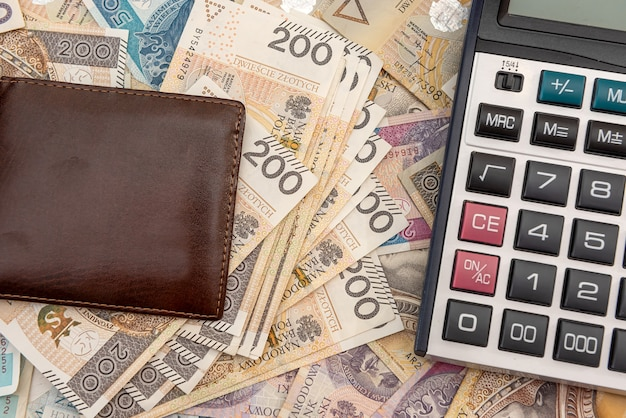폴란드 즐 로티 지폐에 계산기가 달린 가죽 지갑