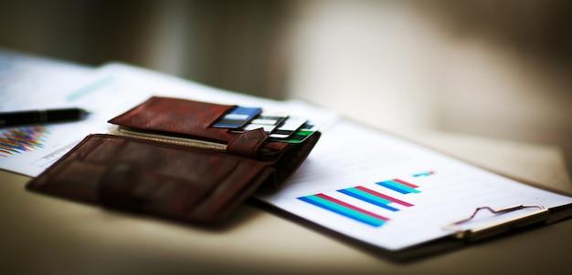 Кожаный кошелек с кредитными и дисконтными картами