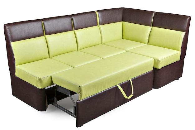 レザーレットl字型のダイニング家具、コーナーベンチ、白い背景に分離された茶色と黄色の分解されたソファーベッド、クリッピングパスが含まれています。