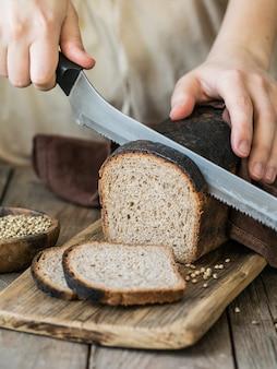 種入れぬパン、大麻入り全粒ライ麦パン、小麦粉