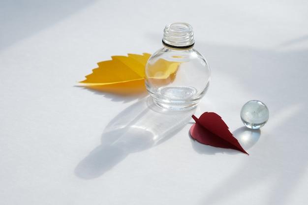 Листья бумаги опадают красные, оранжевые, желтые листопад.