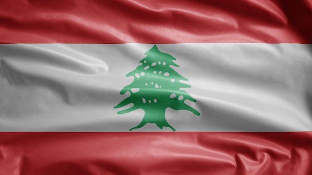 風に揺れるレバノンの旗。レバノンのバナーが吹く、柔らかく滑らかなシルク。