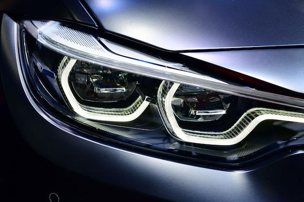 現代の車のledヘッドライトの1つの詳細。