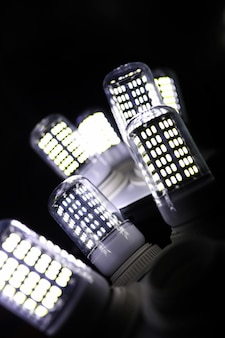 ランプのled要素。ダイオード付きランプ。ダイオードランプからの多くの明るい光。