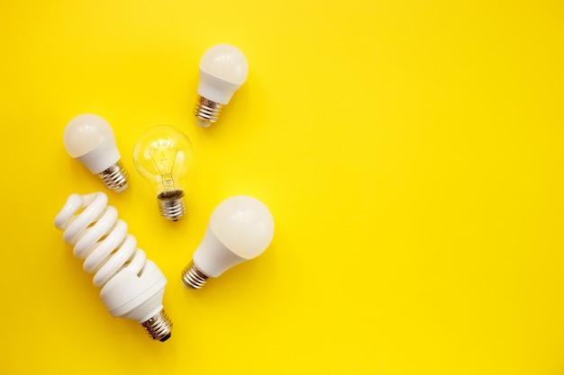 Светодиодная лампа, флуоресцентная и накаливания на желтом