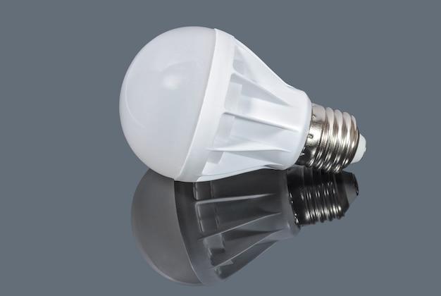 회색 테이블에 led 램프