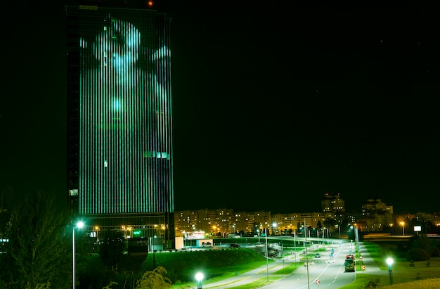 Led屋外メディアファサード、デジタルサイネージスクリーン。背の高いオフィスビルの外部ファサードライト、ledウォールランプ、建築メディア照明